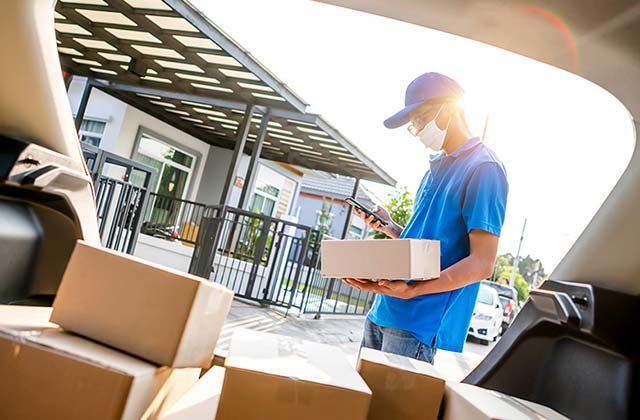 The Benefits of Using an Online Courier Service